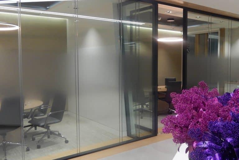 Glass manifestation design in the London offices of Deutsche Telekom